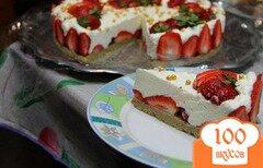 """Фото рецепта: «Торт-суфле """" Халва и клубника"""" (без выпечки)»"""