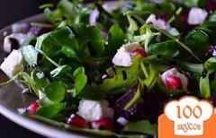 Фото рецепта: «Салат с рукколой, фетой и отварной свеклой»