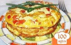 Фото рецепта: «Омлет с тунцом и помидорами»