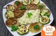 Фото рецепта: «Котлеты с помидорами, рисом и кабачками»