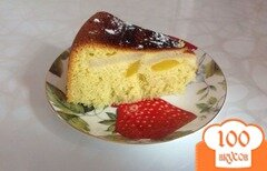 Фото рецепта: «Шарлотка с персиками и грушами в мультиварке»