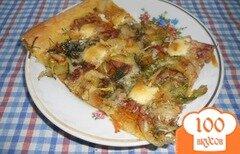 "Фото рецепта: «""Пицца"" на слоеном тесте, с колбасой и овощами»"