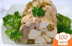 Фото рецепта: «Вкусный и нежный рулет из курицы с оливками»