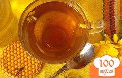 Фото рецепта: «Травяной чай с мелиссой и зверобоем»