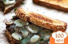 Фото рецепта: «Чесночный бутерброд с грибами и сыром»