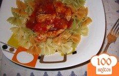 Фото рецепта: «Куриное филе в соево-томатном соусе с цветной пастой»