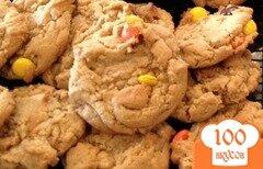 Фото рецепта: «Печенье с арахисовым маслом и цветными конфетами Рис»