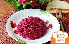 Фото рецепта: «Салат из свеклы, соленых огурцов и сыра.»