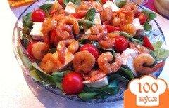 Фото рецепта: «Салат с овощами, сыром и креветками фламбе.»