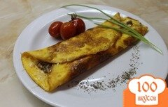 Фото рецепта: «Куриный омлет с твердым сыром фаршированный грибами с луком»