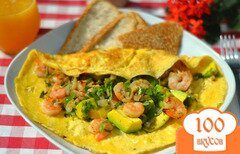 Фото рецепта: «Омлет с креветками и авокадо»