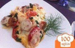 Фото рецепта: «Яичница с томатами и сосисками»