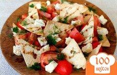 Фото рецепта: «Салат из помидор с овечьей брынзой и кусочками лаваша»