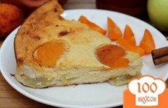 Фото рецепта: «Творожная запеканка на взбитых белках с яблоком и абрикосом»