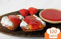 Фото рецепта: «Творожные кексы с изюмом, политые клубничным смузи»