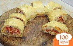 Фото рецепта: «Пицца - рулет с копченой курицей и помидорами»