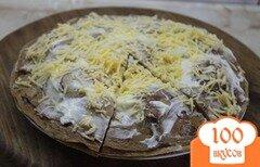 Фото рецепта: «Печеночный торт с начинкой из помидоров и баклажан»