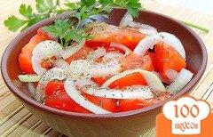 Фото рецепта: «Салат с помидорами и маринованным луком»
