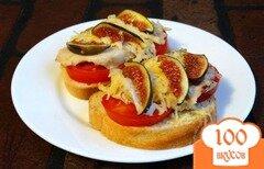 Фото рецепта: «Запеченные бутерброды с курицей и инжиром»