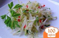 Фото рецепта: «Салат из редьки, кабачка и чеснока»