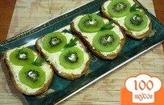 Фото рецепта: «Закусочные бутерброды с киви»