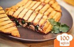 Фото рецепта: «Домашняя кесадилья с курицей за 30 минут»