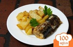 Фото рецепта: «Скумбрия запеченная с картофелем в духовке»