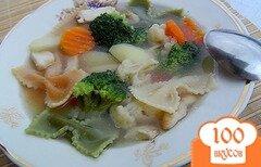 """Фото рецепта: «Куриный суп с броккли, цветной капустой и """"бантиками""""»"""