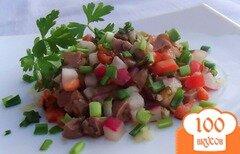 Фото рецепта: «Салат из печени трески, помидора, редиса с соевым соусом»