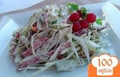 Фото рецепта: «Капустный салат с огурцами, перцем и копченой колбасой»