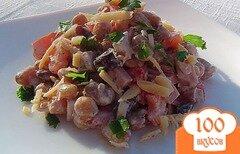 Фото рецепта: «Салат с помидором,фасолью,сыром и колбасой»