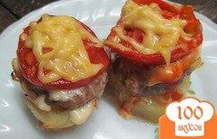 Фото рецепта: «Башенки из картофеля котлеты и помидора»