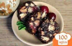 Фото рецепта: «Сладкая колбаса с вишней и грецкими орехами»