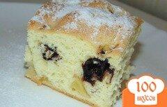 Фото рецепта: «Пирог на бисквитном тесте с яблоком и вишней»
