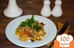 Фото рецепта: «Тушеная картошка с курицей, помидорами и сыром»