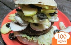 Фото рецепта: «Гамбургер с яблочным салатом и сырыми шампиньонами»