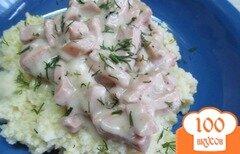 Фото рецепта: «Каша из пшена под колбасным соусом»