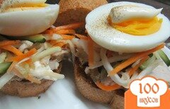 Фото рецепта: «Бутерброд из буженины и маринованных овощей»