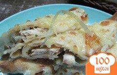 Фото рецепта: «Блинчики с маринованным луком и куриной грудинкой»