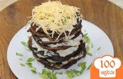 Фото рецепта: «Печеночные оладьи с соусом под сыром»
