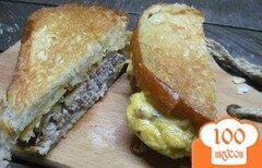Фото рецепта: «Бутерброд с яйцом и котлетой»