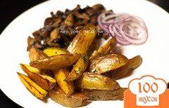 Фото рецепта: «Рецепт картошки по-деревенски. Как вкусно пожарить картошку. Жареная картошка с грибами.»