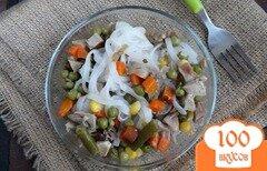 Фото рецепта: «Рисовая лапша с индейкой и овощами»