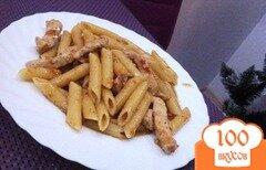 Фото рецепта: «Паста с курицей в соусе из базилика и сухих томатов»