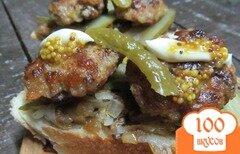 Фото рецепта: «Бутерброд с котлетой под грибным соусом»