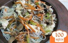 Фото рецепта: «Салат из рисовой лапши с овощами и курицей»