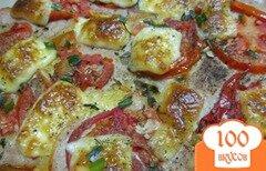 Фото рецепта: «Пицца с куриной ветчиной помидором и моцареллой»