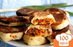 Фото рецепта: «Жареные творожные пирожки с капустой»