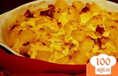 Фото рецепта: «Картофельная запеканка с копчеными колбасками под сырным соусом раклет»