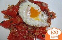 Фото рецепта: «Яйцо на подушке из перца и булгура»